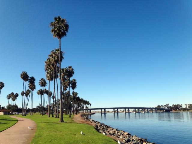 年中、気温も降水量も安定しているのは、カリフォルニア州南部
